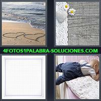 4 Fotos 1 Palabra - Dibujo de 2 corazones sobre la arena |