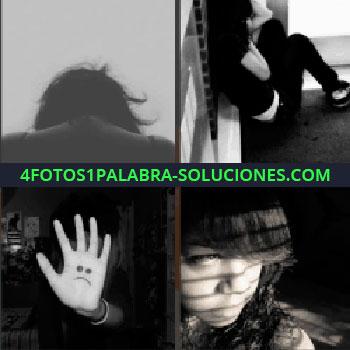 4 Fotos 1 Palabra - Chica sentada en el suelo, fotos en blanco y negro, niña triste, mano con carita triste...
