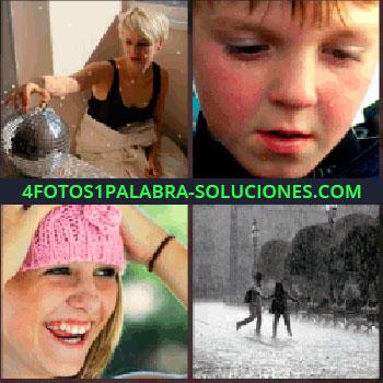 4 Fotos 1 Palabra - Mujer rubia tocando algo esférico. Cara de niño. gorra rosa de señorita. Foto pareja en blanco y negro